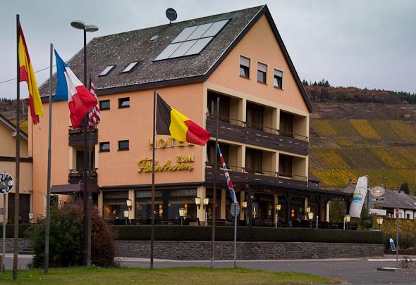 Hotel zum Fährturm in Mehring von außen